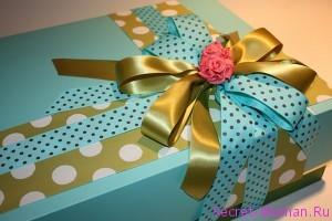 упакованный подарок